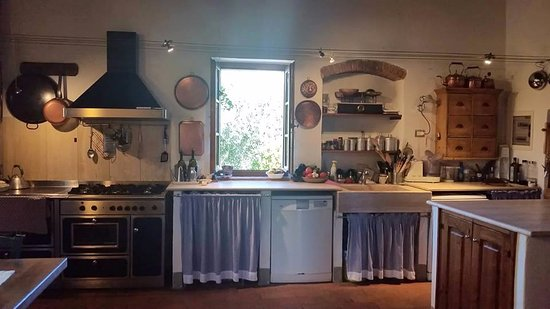 Agriturismo Marciano: Kitchen -- where the fun happens!