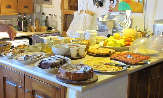 Agriturismo Marciano: Breakfast is served!