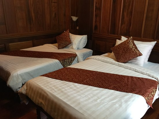 Wooden charming boutique hotel luang prabang laos for Charming small hotels