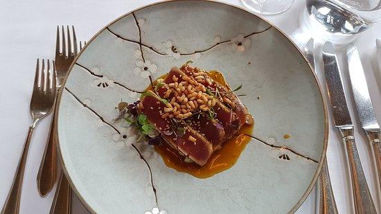 Hotel Restaurant Villino : Thunfisch Sushimi auf Gurkensalat