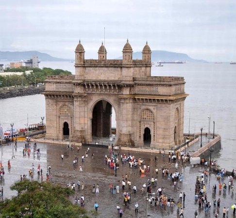 Gateway of India: Popular tourist point and meeting point of Gateway