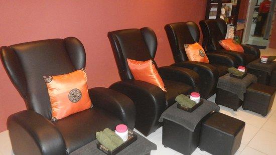 Sabaydee Massage: Massage Chair For Foot Massage