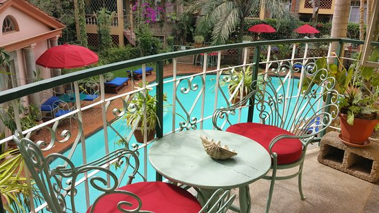 Woodmere Serviced Apartments: Balcony