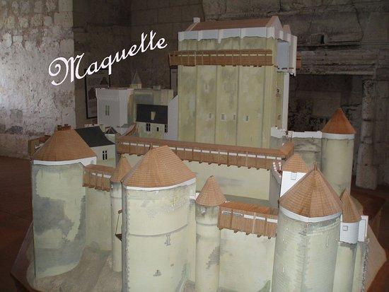 maquette de ch teau fort photo de le donjon de la cit royale de loches loches tripadvisor. Black Bedroom Furniture Sets. Home Design Ideas