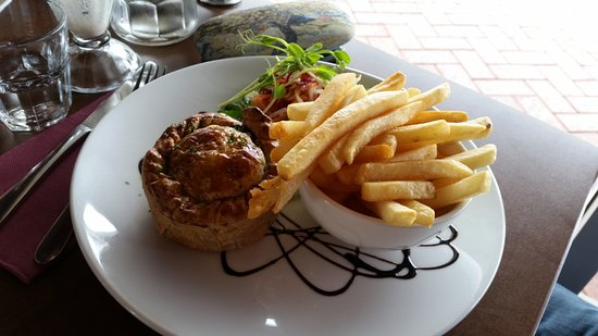 West Swan, Австралия: Steak & Guinness Pie – Individual homemade pie, chips & salad.