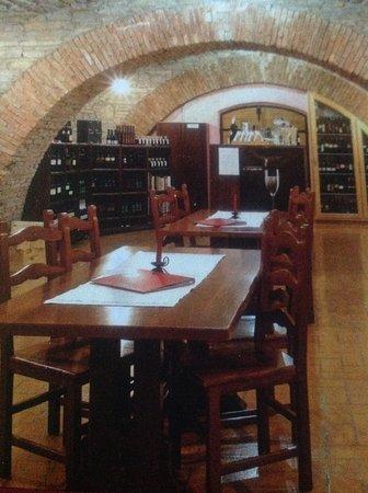 Dobrovo, Eslovenia: Interno della cantina degustazione