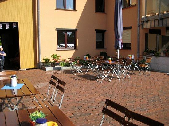Roebel, Duitsland: Das etwas kahle Innenhofambiente