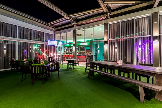 The LimeTree Hotel : LimeLight Rooftop Lounge