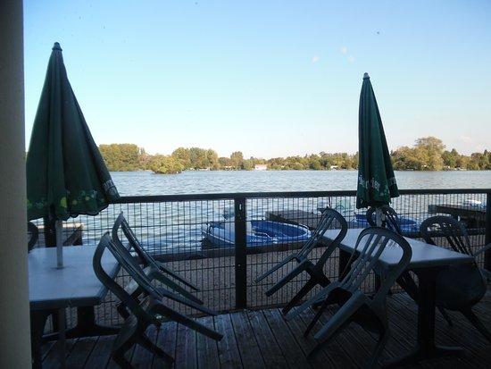 Ardres, France : vue du restaurant