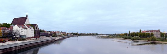 Slubice, Polandia: A wide angle few of river Oder from the bridge.