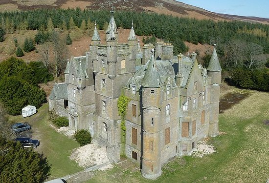 Kirriemuir, UK: Balintore Castle undergoing restoration