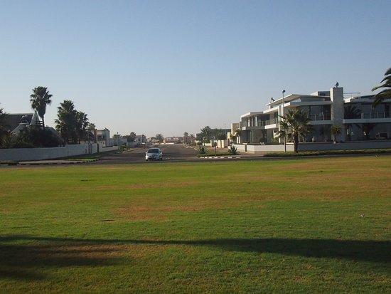 월브스 베이, 나미비아: 왈비스 베이 바로 옆은 부촌