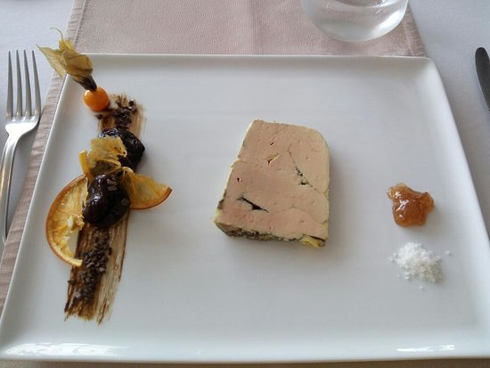 Nontron, Francia: Foie gras entier tres bien cuit et assaisone. Touche sucree a disposition (cannelle, pruneaux, o