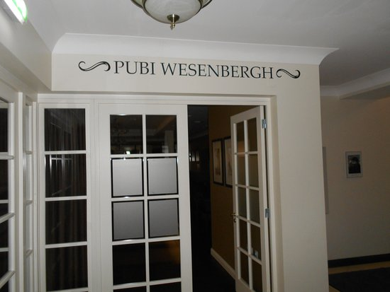 Hotel Wesenbergh: Ingång till puben.