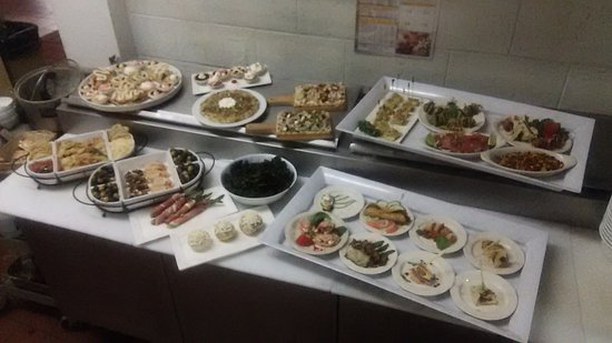 Longview, WA: Tapas dishes prepared as a spread for group event.