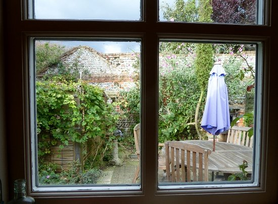 Happisburgh, UK: From the kitchen window