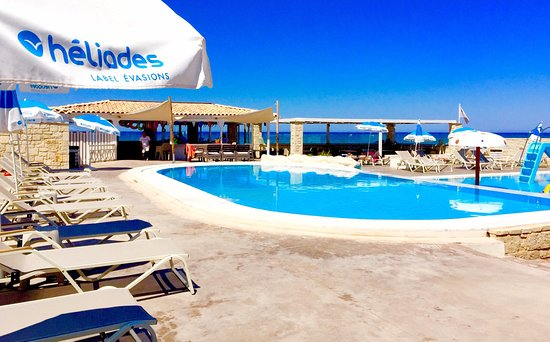 Gouves Sea and Mare Hotel & Suites: Piscine et snack-bar