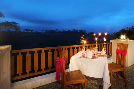 Ashoka Tree Resort Ubud: romantic dinner
