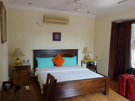 Harry's Bed and Breakfast: room 5, second floor