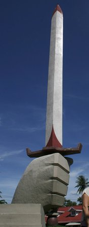 Balanga City, Filippinerne: Flaming Sword Landmark