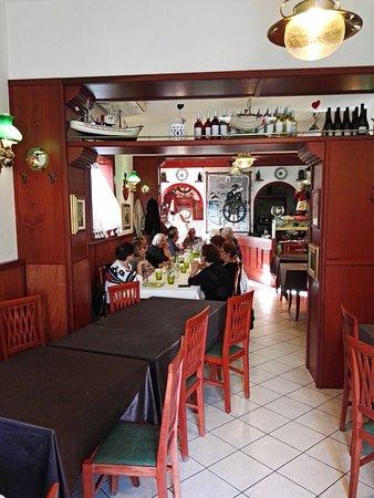 La Marina Vecchia: sala interna - Foto di La Marina Vecchia, Taranto ...