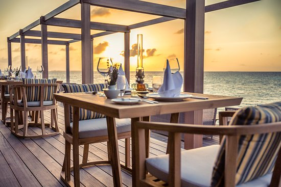 Lhaviyani Atoll: The over water Aquarium Restaurant Terrace