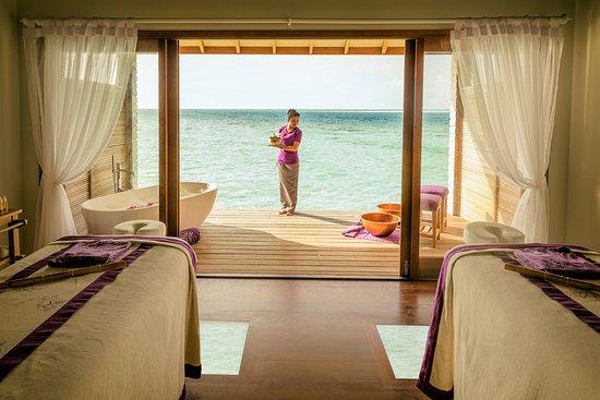 Lhaviyani Atoll: Treatment Room of Duniye Spa at Hurawalhi
