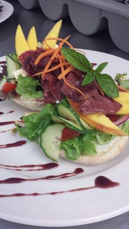 Calitzdorp, Sudáfrica: Open Sandwich with Ostrich Carpaccio