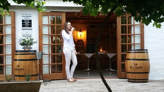 Calitzdorp, Sudáfrica: A glass of our award winning wine on the De Krans Bistro veranda
