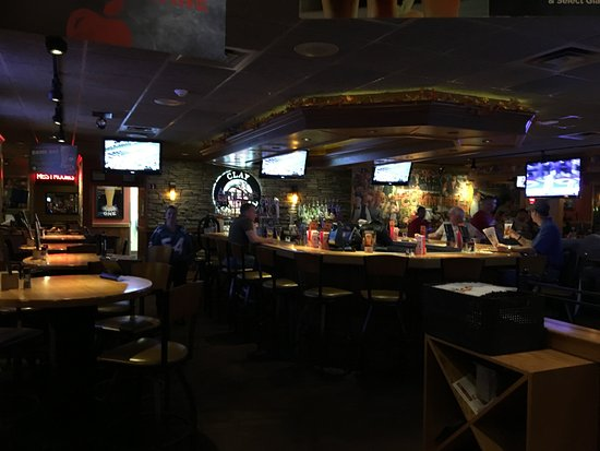 Liverpool, NY: Applebee's - the bar