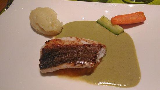 Pont-l'Abbe, França: Filet de rouget grondin, sauce aux poireaux