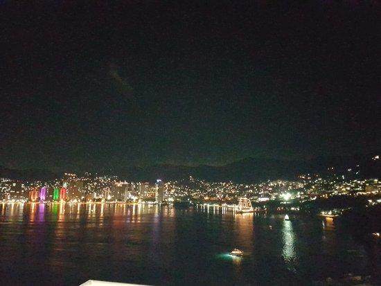 Playa Icacos: At night