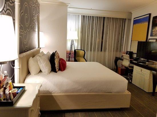 Kimpton Hotel Monaco Seattle: 20161009_212450_large.jpg