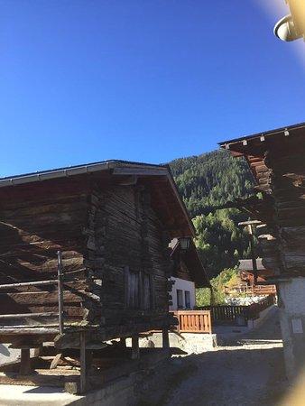 Saint Jean, Schweiz: Mitten im Dorf Pinsec