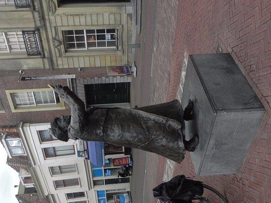 Brielle, هولندا: WilHelmina statue