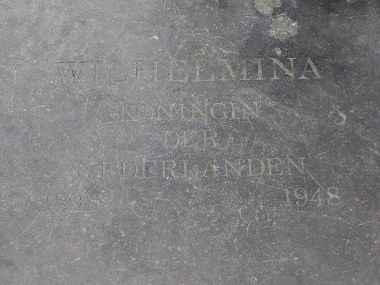 Brielle, هولندا: Wilhemina information plaque