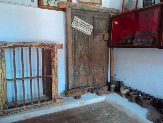 Piribebuy, Paraguay: Interior del Museo Histórico Comandante Pedro Pablo Caballero