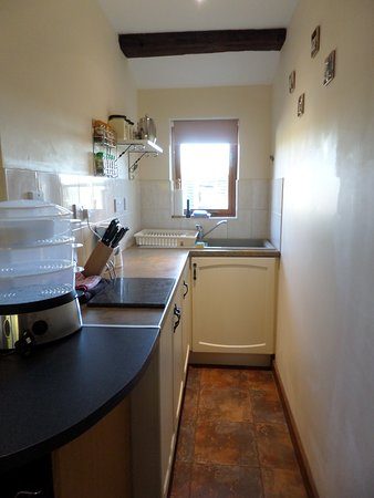Challock, UK: Small yet well equipped kitchen area