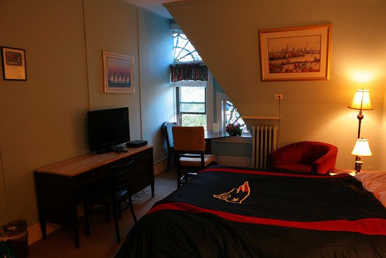463 Beacon Street Guest House: Patriots room