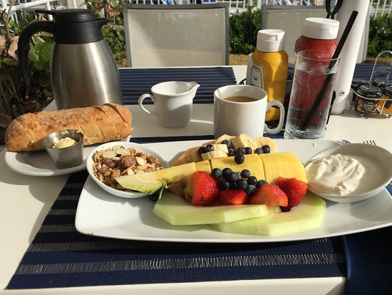 Highland Beach, FL: Awesome breakfast on the open air patio