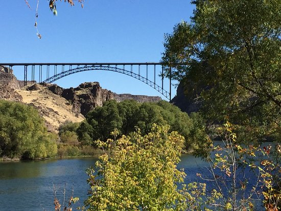 Centennial Waterfront Park: View of the Perrine Bridge