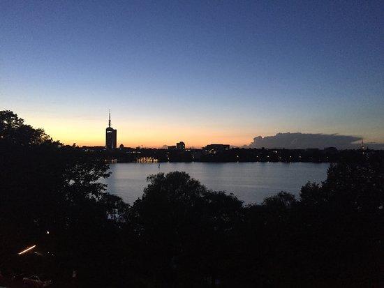Le Méridien Hamburg: Chambre avec vue incroyable