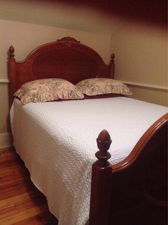 Crystal Springs, MS: Guest Room ($107)
