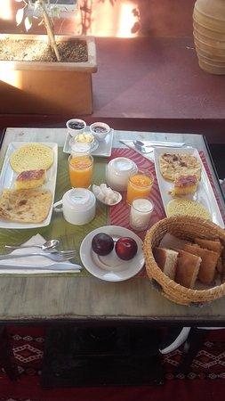 L'Heure d'Ete: Desayuno genial y varido