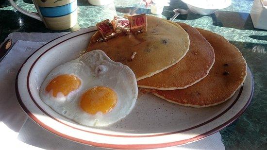 Amanda Park, WA: délicieux pancakes aux myrtilles