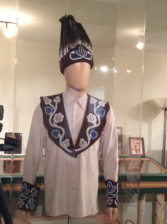 Old Town, ME: Replica of the chief's regalia complete with headdress of eagle feathers. Beading on yoke/cuffs