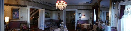 The Gridley Inn: Parlor
