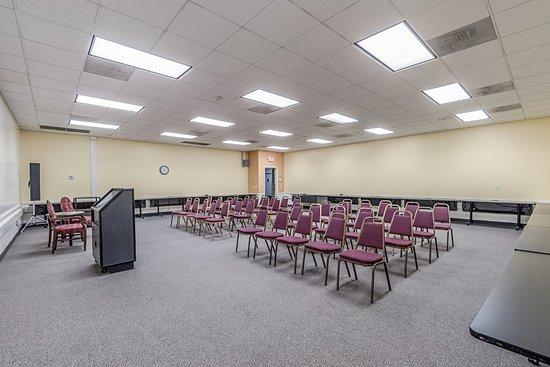 Dumfries, Βιρτζίνια: Business Center