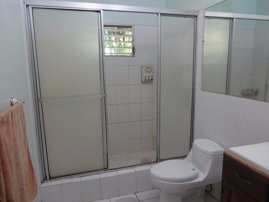 Ensuenos Del Mar S.A.: One upstairs bath