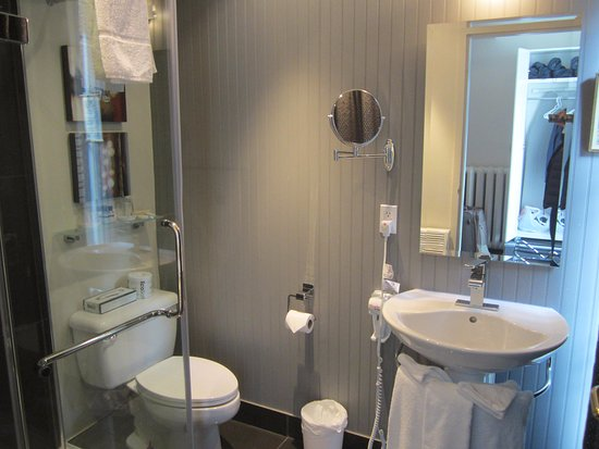 Hotel Le Saint-Paul: Updated bathroom